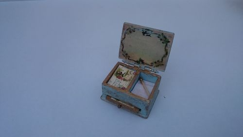 Small box with letters-J133