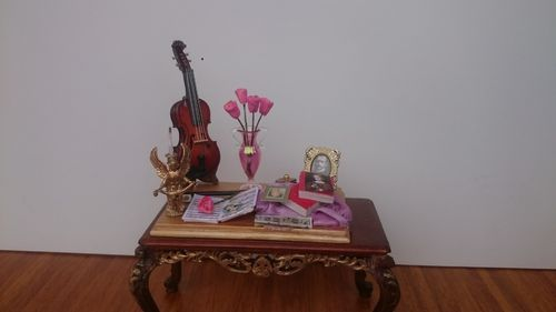115D-The wooden violin on wooden board