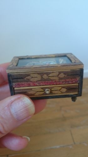 0833S-Box with miniatures